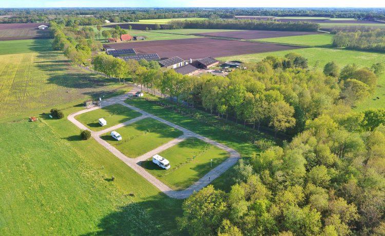 camperplaats op streek luchtfoto 1